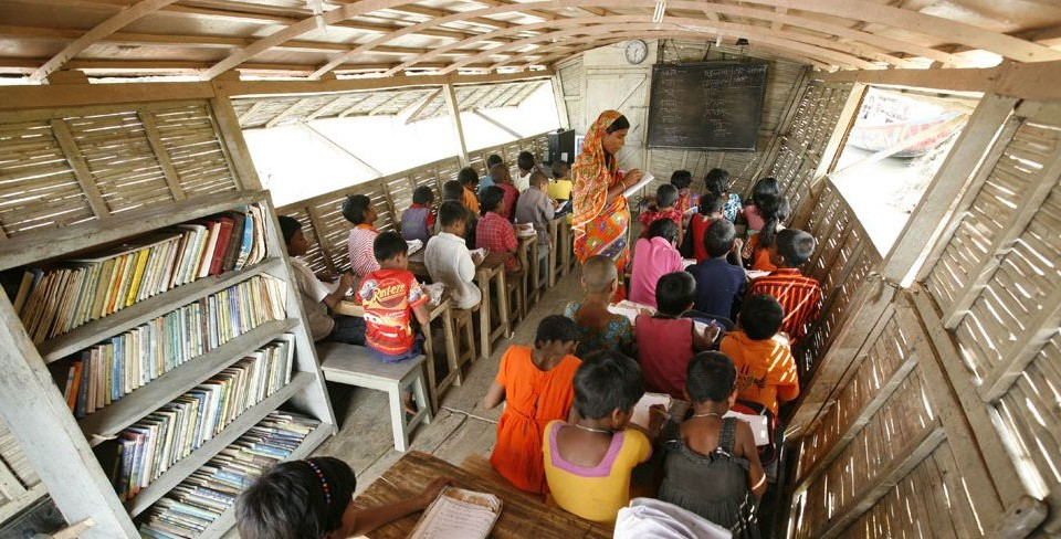 (English) Boat schools for women and girls brings flexible education